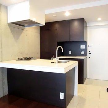 大型の対面式キッチン☆※写真は別部屋です