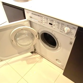 真ん中はなんと洗濯機◎※写真は別部屋です