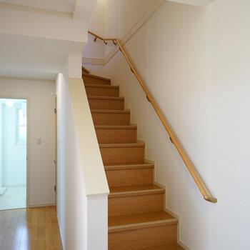 階段を下りて1階へ!