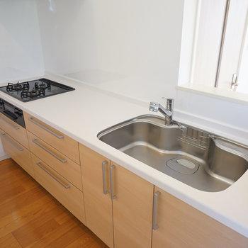 キッチンは対面で3口ガス!