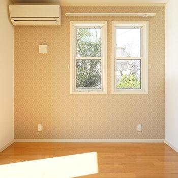 6畳の寝室!日当たり◎