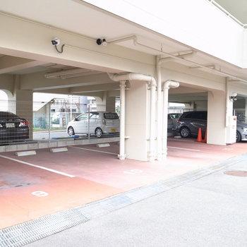 【共用部】駐車場も同じくこちらに。