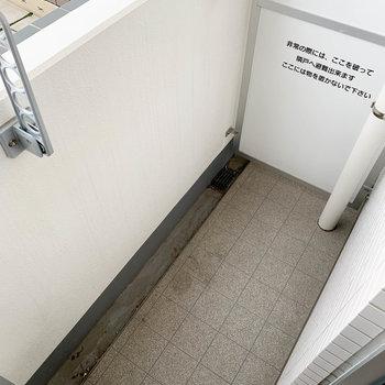 ベランダはちょっと狭め※写真は4階の同間取り別部屋のものです
