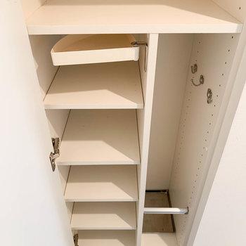 シューズボックスに傘も立てれるしっかりサイズ※写真は4階の同間取り別部屋のものです