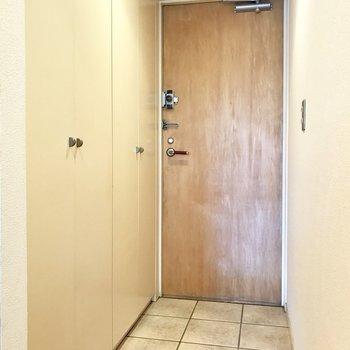 フラットな玄関◯