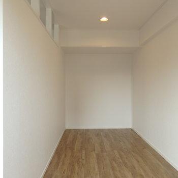 4帖の洋室はベッド置くだけの空間になりそう