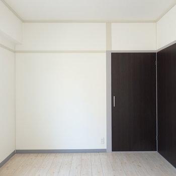 6帖の洋室。北側ですが明るさがあります