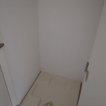 洗濯機置場は隠して生活感を排除。※写真は3階の同間取り別部屋です。