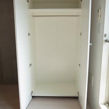収納は可動式のものです。※写真は3階の同間取り別部屋です。