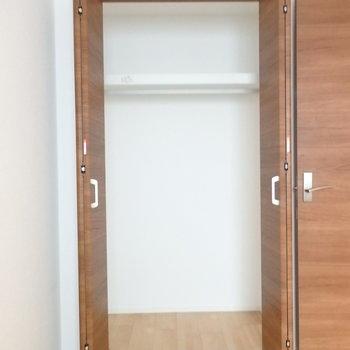 洋室のクローゼット※別部屋の写真です