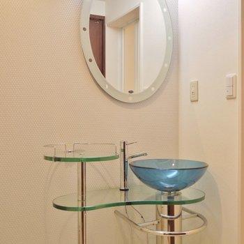 丸みで飾った洗面台。※写真は前回撮影時のもの