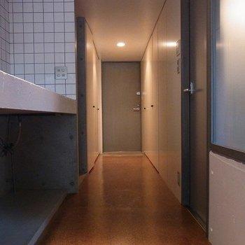 廊下部分は収納です※写真は別部屋