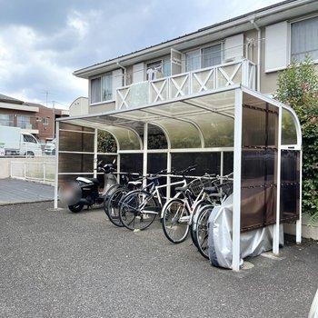 屋根付きの駐輪場もあります。