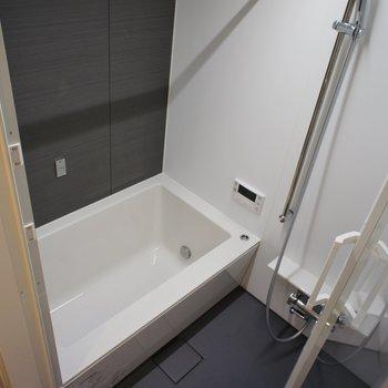 お風呂も十分な設備