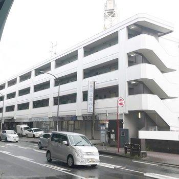 目の前には「豊一丁目」のバス停。博多まで楽に行けます
