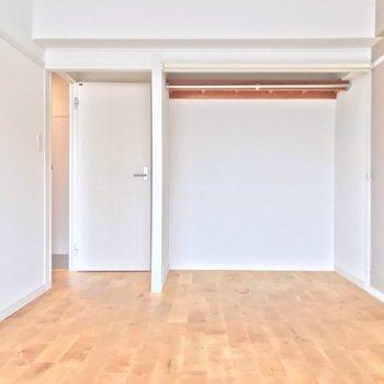 こちらは角のお部屋。2人それぞれのお部屋を持ちたいカップルさんにもいいですね(※写真は清掃前のものです)