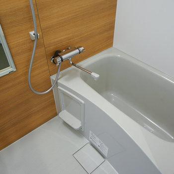 お風呂も新品に※写真は402号室
