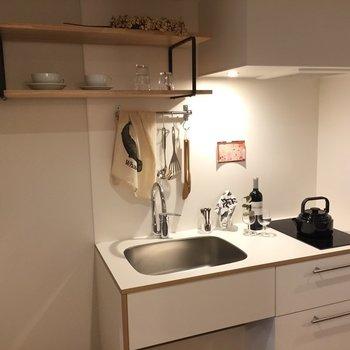 お気に入りのコーヒーグッズの置きたくなる棚も!※写真は201号室
