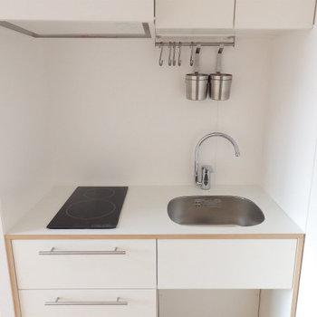 キッチンはIH、シンプルデザインのもの※写真はイメージ