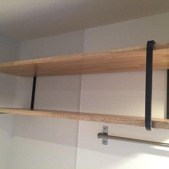 キッチン上の収納は一部のお部屋ではオープンの棚を