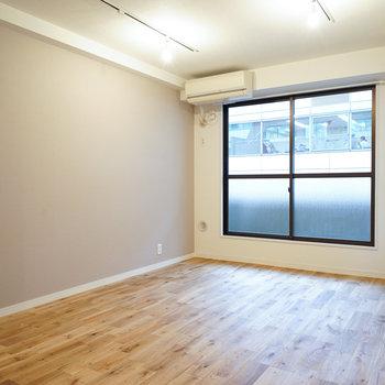 所々に入る節に深い落ち着いた色味、明るい家具との相性も◎※写真はイメージ