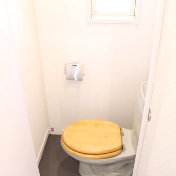 トイレにも小窓がついています※写真は前回募集時のもの