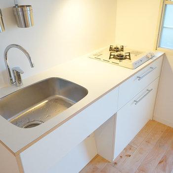 キッチンはシンプルデザインの2口ガスキッチンに!