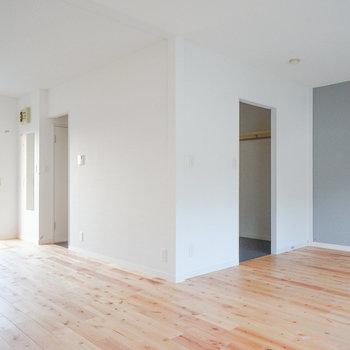カバサクラはやさしい色味の無垢床です