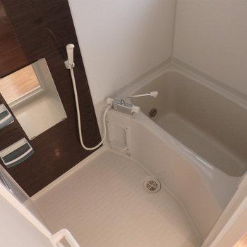お風呂は浴室乾燥も窓も付いた便利なもの。※写真は別部屋です