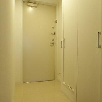 玄関横にシューズクローゼットありますよ♪(※写真は4階の同間取り別部屋のものです)