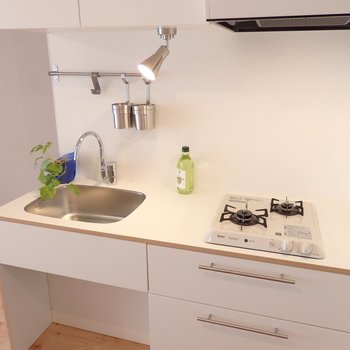 すっきりとしたデザインのオリジナル・キッチン!