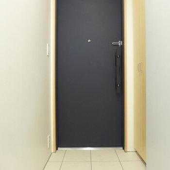 玄関も狭くはないです※写真は前回募集時のものです