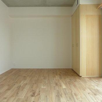 約5.6帖の寝室※写真は前回募集時のものです