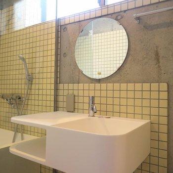 洗面台の不思議な雰囲気に魅せられる。※写真は202号室