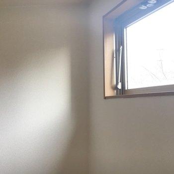 目の前にもさらに窓。