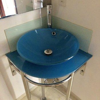 こっくりブルーがかわいい洗面台♡(※写真は7階の同間取り別部屋のものです)