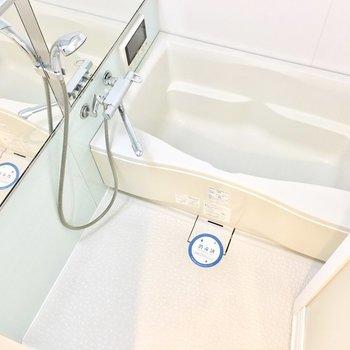お風呂には浴室乾燥機付き。(※写真は同間取り別部屋のものです)