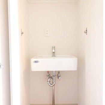 玄関入ってすぐに手洗い場!