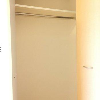 クローゼットは1人暮らしにピッタリなサイズ感(※写真は5階の同間取り別部屋のものです)