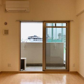 フローリングと壁の色の組み合わせが良い!(※写真は5階の同間取り別部屋のものです)