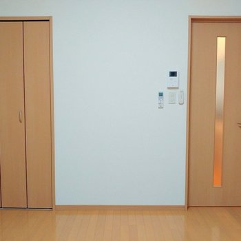 コーディネートしやすそうなナチュラルデザインです ※写真は同じ間取りの別部屋
