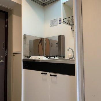 キッチンの右上には収納があります