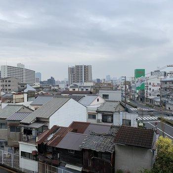 眺望は周りに高い建物がないので、ある程度見渡せますよ