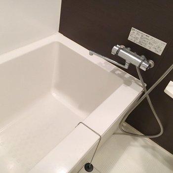 お風呂は珍しいましかく。(※写真は4階の同間取り別部屋のものです)