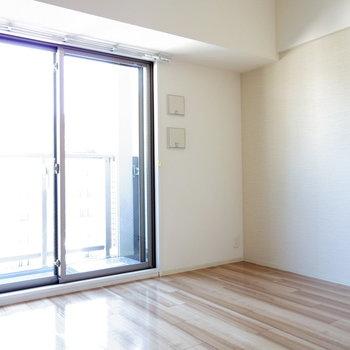 窓が大きく日差し良好♪※写真は11階の同間取り別部屋のものです