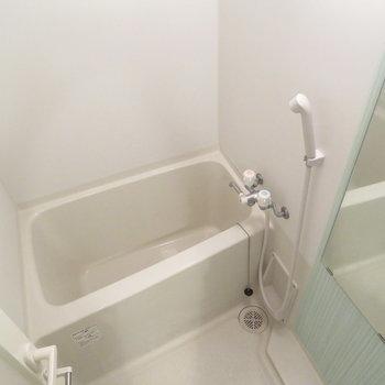 お風呂も綺麗ですね(※写真は8階の同間取り別部屋のものです)