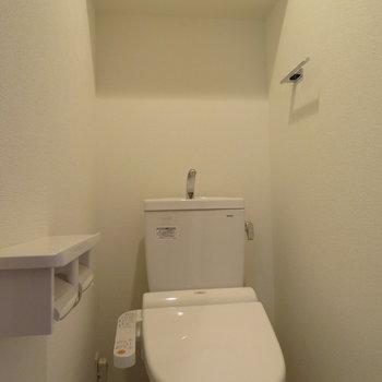 トイレは温水洗浄便座付き(※写真は8階の同間取り別部屋のものです)