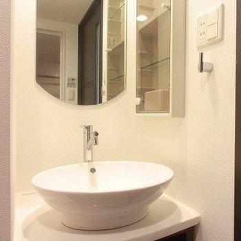 丸ボールの洗面台※写真は5階の同間取り別部屋のものです。