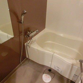 お風呂は広めな※写真は5階の同間取り別部屋のものです。