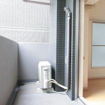 ベランダは広め※写真は5階の同間取り別部屋のものです。